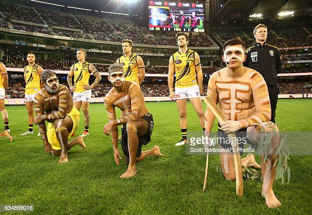 Brett Deledio of the Tigers Trent Cotchin of the Tigers and Damien Hardwick coach of the Tigers look on during the war cry during the 2016 AFL Round...