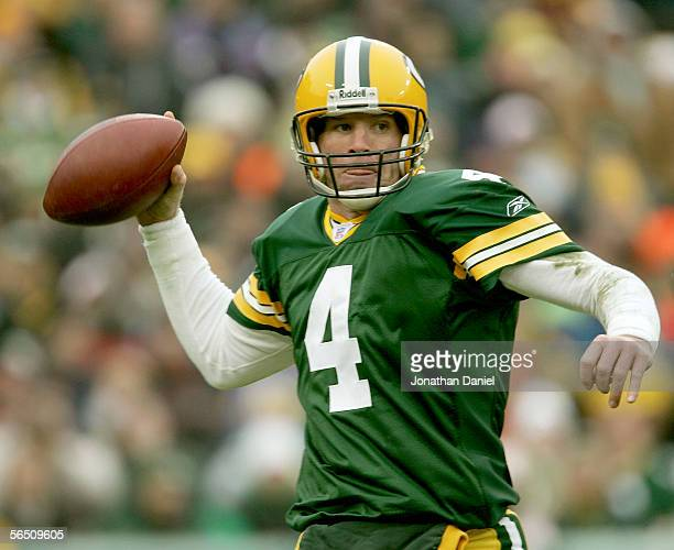 Brett Favre of the Green Bay Packers passes against the Seattle Seahawks January 1, 2006 at Lambeau Field in Green Bay, Wisconsin.