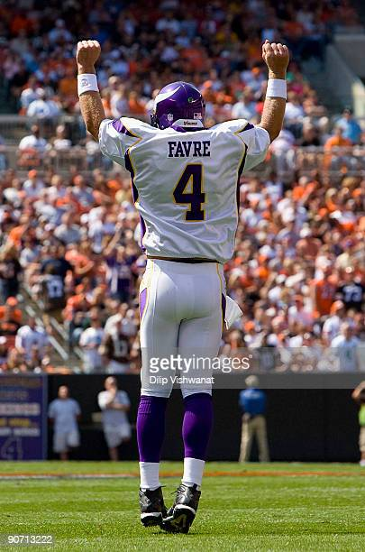 Brett Favre of the Minnesota Vikings celebrates a touchdown against the Cleveland Browns on September 13 2009 at Cleveland Browns Stadium in...