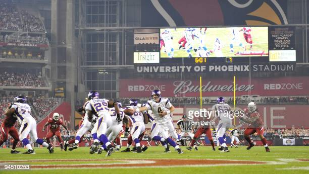 Brett Favre of the Minnesota Vikings hands off the ball to Chester Taylor during the NFL game against the Arizona Cardinals at the Universtity of...