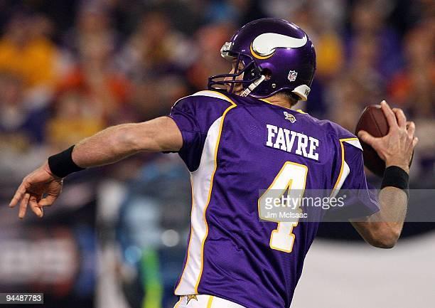 Brett Favre of the Minnesota Vikings throws a pass against the Cincinnati Bengals on December 13 2009 at Hubert H Humphrey Metrodome in Minneapolis...