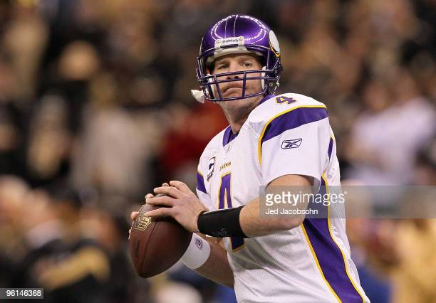Brett Favre of the Minnesota Vikings warms up against the New Orleans Saints during the NFC Championship Game at the Louisana Superdome on January 24...