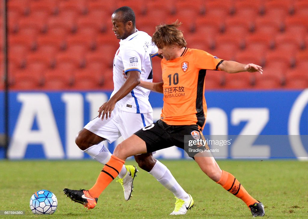 Brett Holman of the Roar and Leo Silva of the Antlers compete for the ball during the AFC Asian Champions League Group Stage match between the Brisbane Roar and Kashima Antlers at Suncorp Stadium on April 12, 2017 in Brisbane, Australia.