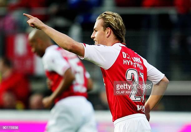 Brett Holman scores 10 for AZ in the Dutch Premier League match AZWILLEMII in Alkmaar on August 29 2009 AFP PHOTO ANP OLAF KRAAK netherlands out...