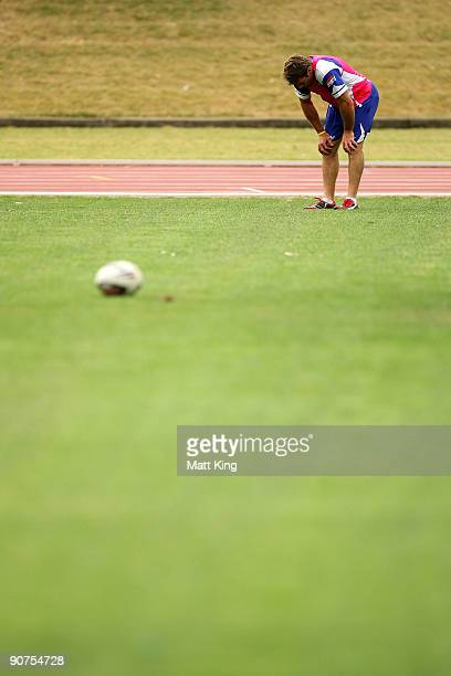 Brett Kimmorley takes a break after sprinting during a Bulldogs NRL training session at Sydney Olympic Park on September 15, 2009 in Sydney,...