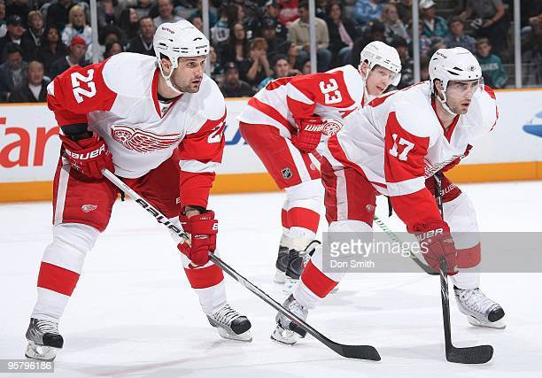 Brett Ledba, Patrick Eaves and Kris Draper of the Detroit Red Wings prepare for a faceoff during an NHL game against the San Jose Sharks on January...