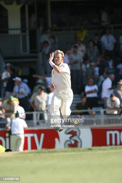 Brett Lee in Bowling Practice during the 3 Ashes Third Test First Day at the WACA Ground in Perth Australia on December 14 2005