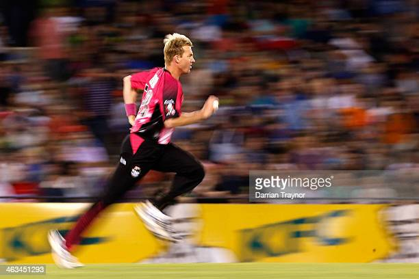 Brett Lee of the Sixers bowls during the Big Bash League match between the Melbourne Renegades and the Sydney Sixers at Etihad Stadium on January 18...