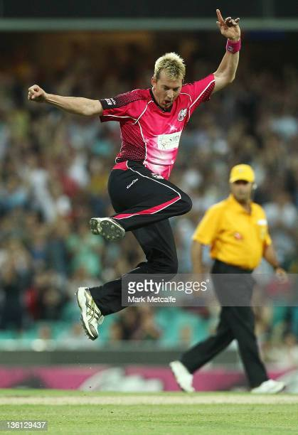 Brett Lee of the Sixers celebrates victory during the T20 Big Bash League match between the Sydney Sixers and the Melbourne Stars at Sydney Cricket...