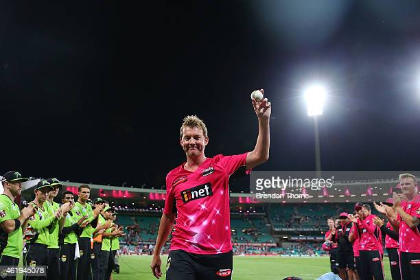 Brett Lee of the Sixers is given a guard of honour as he walks from the field for the last time at the SCG following the Big Bash League match...