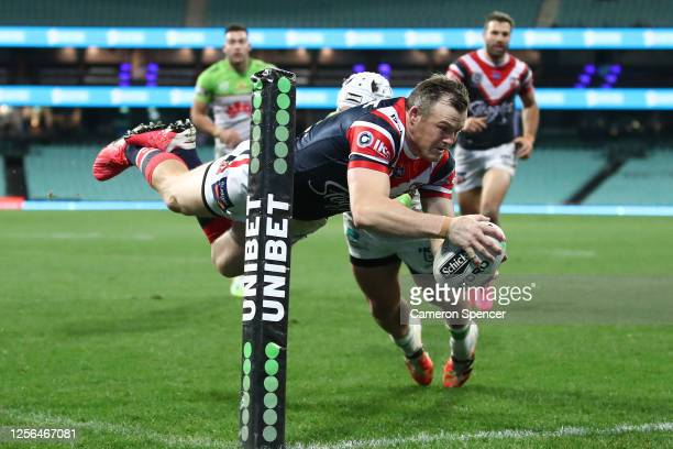 Brett Morris of the Roosters scores a try during the round 10 NRL match between the Sydney Roosters and the Canberra Raiders at the Sydney Cricket...
