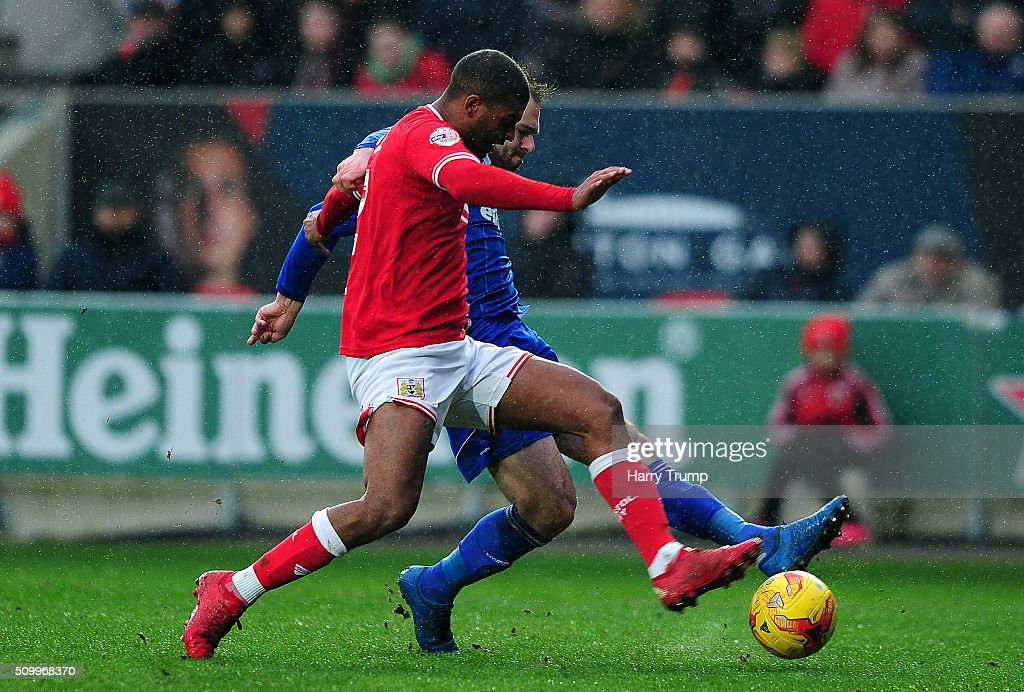 Brett Pitman of Ipswich Town scores his side's first goal during the Sky Bet Championship match between Bristol City and Ipswich Town at Ashton Gate on February 13, 2016 in Bristol, England.