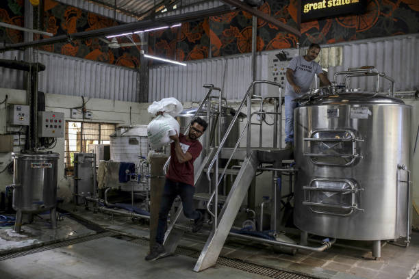 IND: Operations at the Great State Ale Works Microbrewery as India's Taste for Beer Gives Australia's Barley Growers Hope