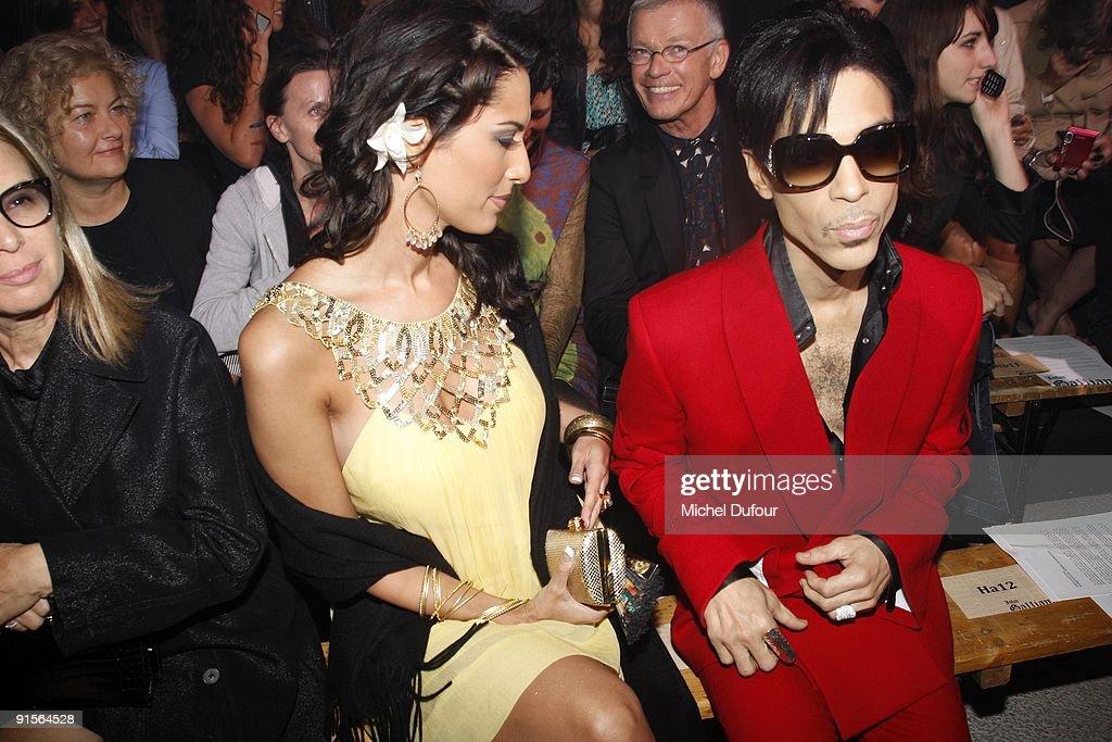 John Galliano - Paris Fashion Week Spring/Summer 2010 : News Photo