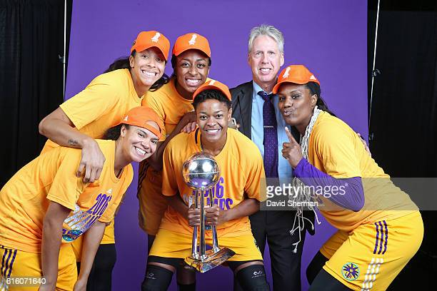 Brian Agler Kristi Toliver Candace Parker Nneka Ogwumike Jantel Lavender and Alana Beard of the Los Angeles Sparks pose for a portrait with the 2016...