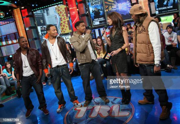 Brian Andrews Que Mosley Robert Curry MTV VJ Lyndsey Rodrigues and Willie Taylor from Making The Band visits MTV's TRL at MTV Studios on January 28...