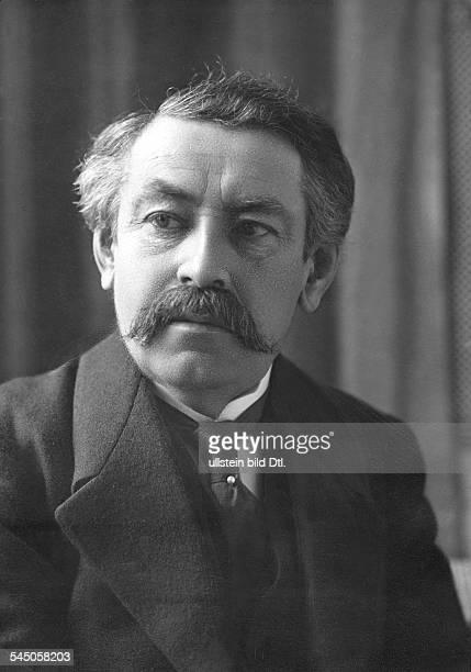 Brian Aristide *28031862Politiker Frankreich19251932 AussenministerPorträt vermutl um 1925
