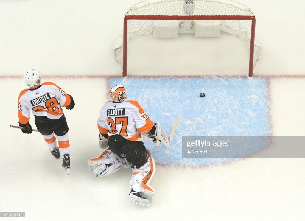 Philadelphia Flyers v Pittsburgh Penguins - Game One : News Photo