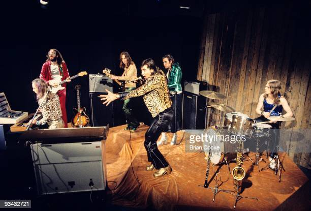 Brian Eno Phil Manzanera Rik Kenton Bryan Ferry Andy Mackay and Paul Thompson of Roxy Music perform at the Royal College Of Art video studio on July...