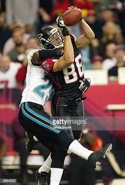 Brian Finneran of the Atlanta Falcons makes a catch as Fernando Bryant of the Jacksonville Jaguars defends on December 28 2003 at the Georgia Dome in...