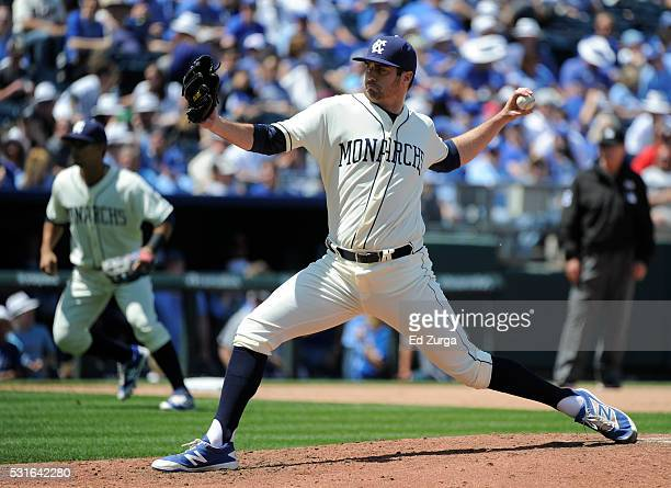Brian Flynn of the Kansas City Royals throws in the fifth inning against the Atlanta Braves at Kauffman Stadium on May 15 2016 in Kansas City Missouri