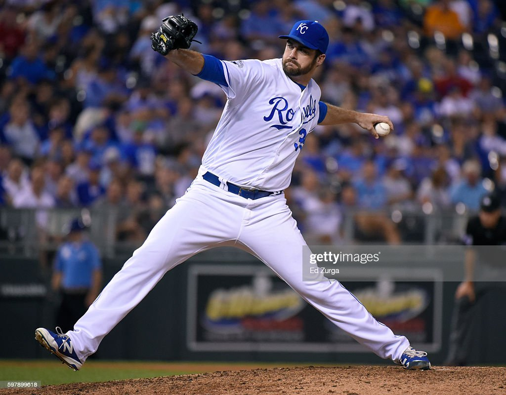 Brian Flynn #33 of the Kansas City Royals throws in the seventh inning against the New York Yankees at Kauffman Stadium on August 29, 2016 in Kansas City, Missouri.