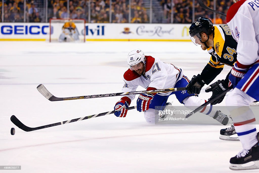 Brian Gionta #21 of the Montreal Canadiens defends against Carl Soderberg #34 of the Boston Bruins during Game Seven of the Second Round of the 2014 NHL Stanley Cup Playoffs at the TD Garden on May 14, 2014 in Boston, Massachusetts.