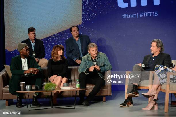 Brian Hayes Currie Nick Vallelonga Mahershala Ali Linda Cardellini Viggo Mortensen and Peter Farrelly attend the Green Book press conference during...