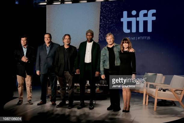 Brian Hayes Currie Nick Vallelonga Peter Farrelly Mahershala Ali Viggo Mortensen and Linda Cardellini attend the Green Book press conference during...