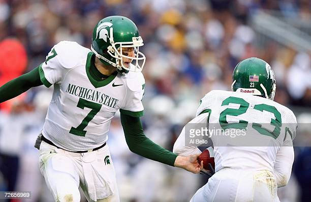 Brian Hoyer of Michigan State hands off the ball to Javon Ringer during the game against Penn State at Beaver Stadium November 18 2006 in University...