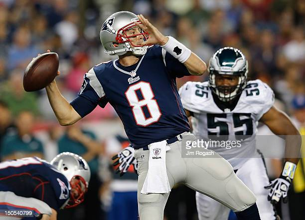 Brian Hoyer of the New England Patriots is pressed by Darryl Tapp of the Philadelphia Eagles during a preseason game at Gillette Stadium on August 20...