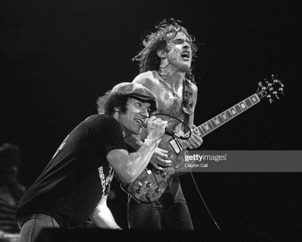 AC/DC Perform Live In San Francisco : Nachrichtenfoto