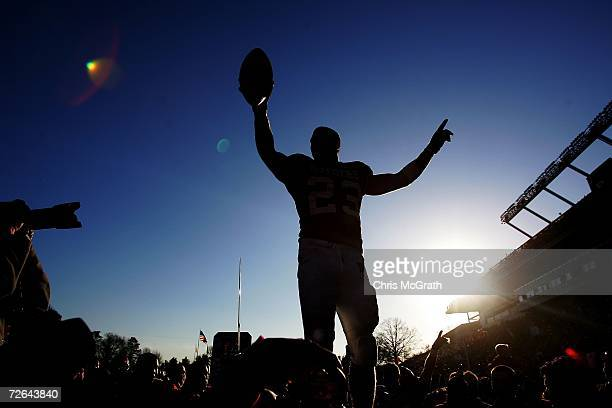 Brian Leonard of the Rutgers Scarlet Knights waves farewell to the crowd after defeating the Syracuse University Orange on November 25, 2006 at...