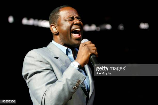 Brian McKnight performs during halftime of a game between the Memphis Grizzlies and the Phoenix Suns on January 18, 2010 at FedExForum in Memphis,...