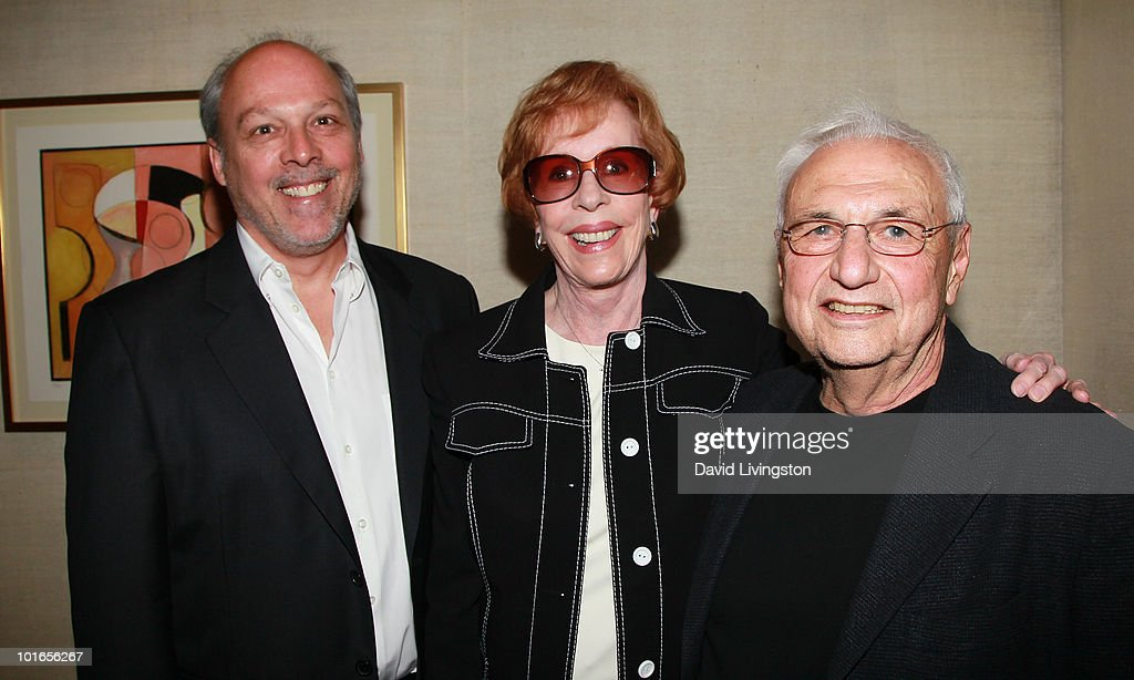 Brian Miller, wife actress Carol Burnett and architect Frank Gehry attend Blake Edwards' art exhibit preview at Leslie Sacks Fine Art on June 5, 2010 in Brentwood, California.