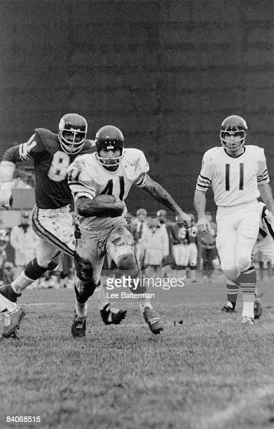 Brian Piccolo of the Chicago Bears runs with the ball against the Minnesota Vikings on November 2 1969 at Wrigley Field in Chicago Illinois CREDIT...