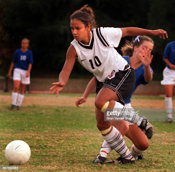 Brian VanderBrug x23486 –– Game action of girl s HS soccer Harvard–Westlake vs Westlake at Harvard in Studio City 2 December 1999 Harvard–Westlake's...