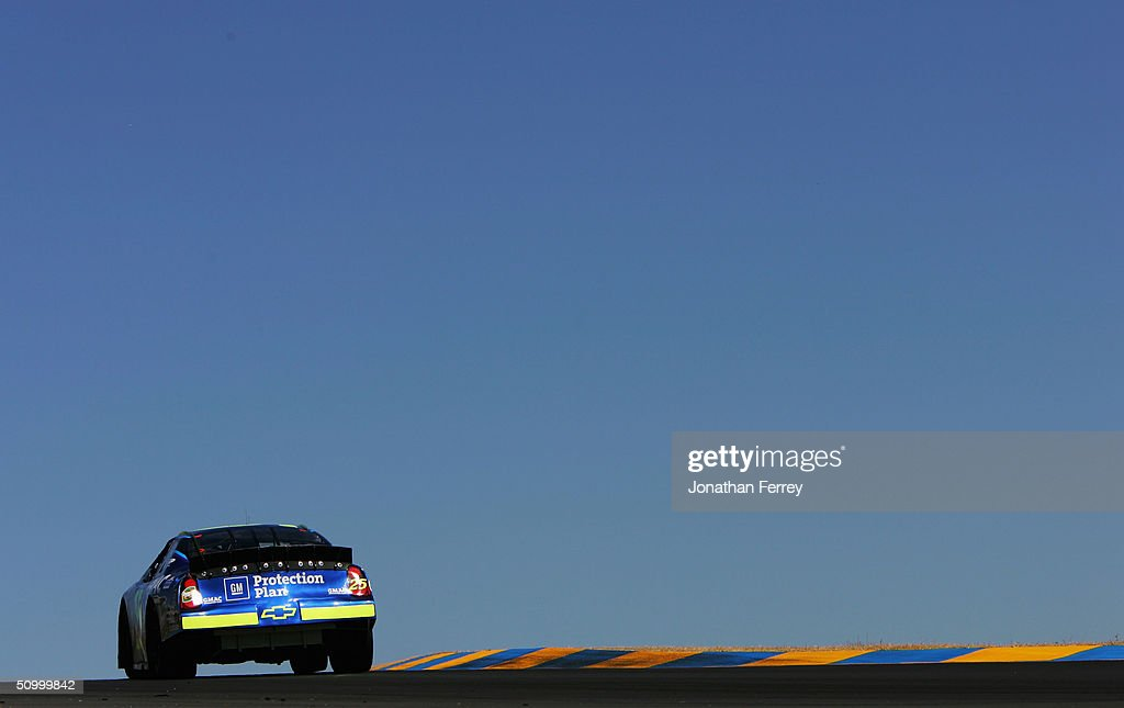 Brian Vickers Drives His #25 Chevrolet During Practice For The NASCAR  Nextel Cup Dodge\