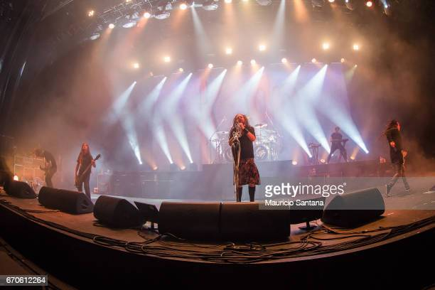 Brian Welch Tye Trujillo Jonathan Davis Davey Oberlin James Shaffer members of the band Korn performs live on stage at Espaco das Americas on April...
