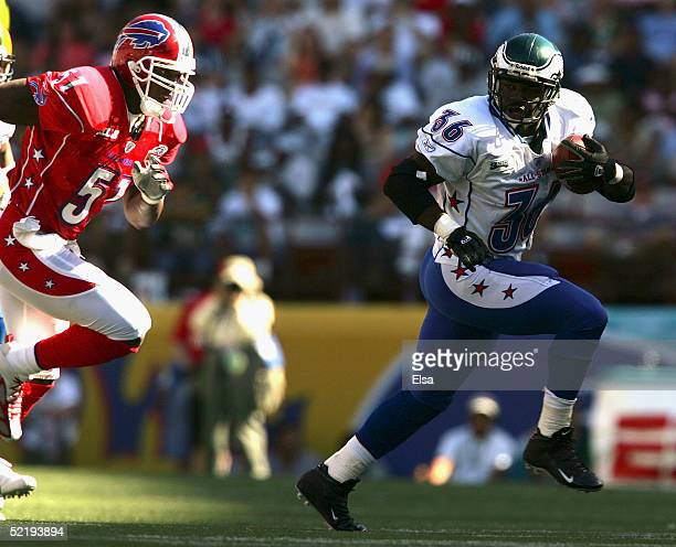 Brian Westbrook of the NFC team breaks from Takeo Spikes of the AFC team during the NFL Pro Bowl on February 13 2005 at Aloha Stadium in Honolulu...