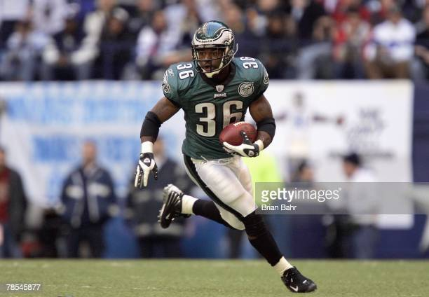 Brian Westbrook of the Philadelphia Eagles carries the ball during the game against the Dallas Cowboys at Texas Stadium December 16 2007 in Dallas...