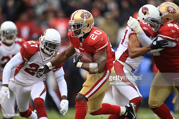 Brian Westbrook of the San Francisco 49ers runs for a touchdown against the Arizona Cardinals during an NFL game at Candlestick Park on January 2...