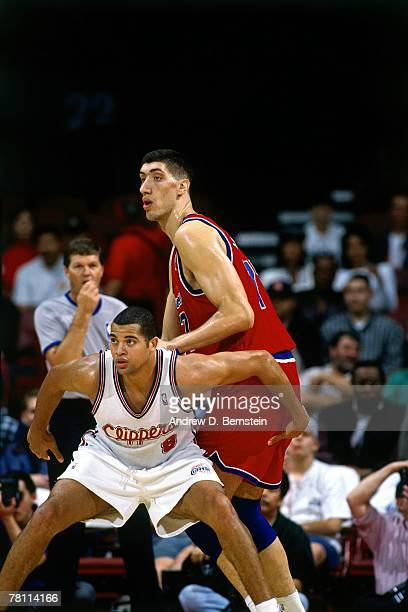 Brian Williams of the Los Angeles Clippers posts up against Gheorge Muresan of the Washington Bullets on December 19, 1995 at the Los Angeles Sports...