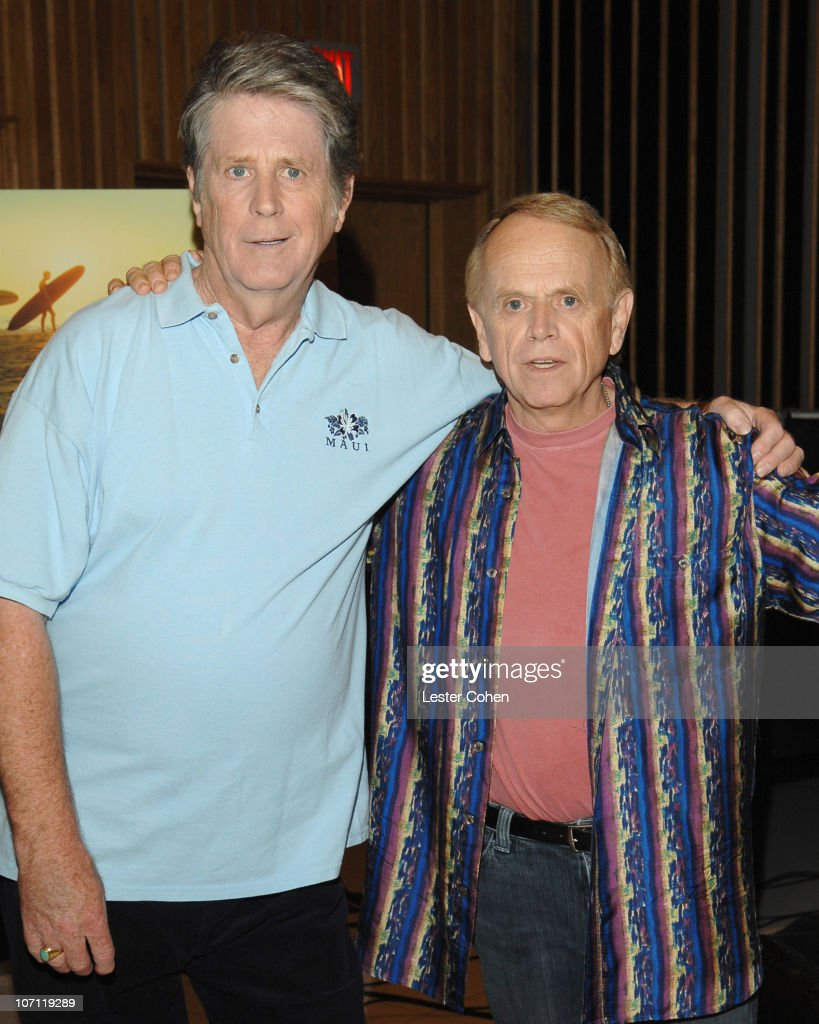 "Brian Wilson Performs Songs From ""Pet Sounds"" to Support ""Definitive 200"""
