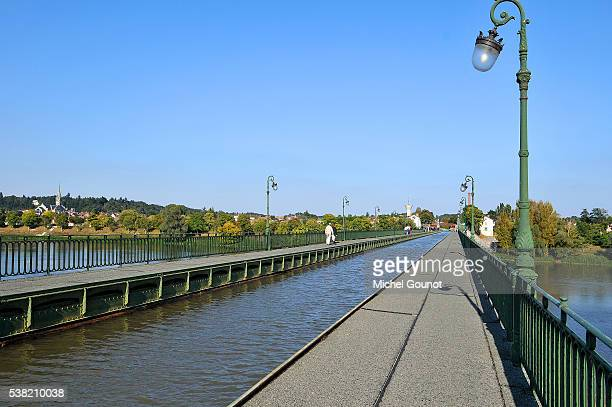 briare canal bridge over the loire river - gustave eiffel stock pictures, royalty-free photos & images