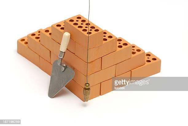 Brick Ecke mit Kelle-Handwerk und Garten und plumb line