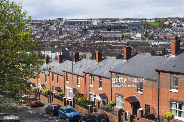 brick facade houses - terraced_house stock pictures, royalty-free photos & images
