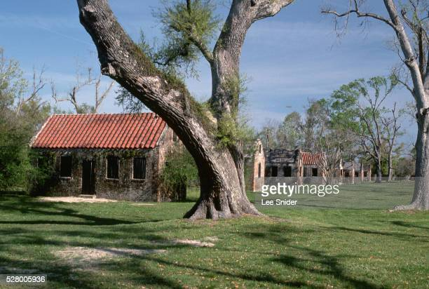 brick slave cabins at boone hall plantation - boone hall plantation stock pictures, royalty-free photos & images