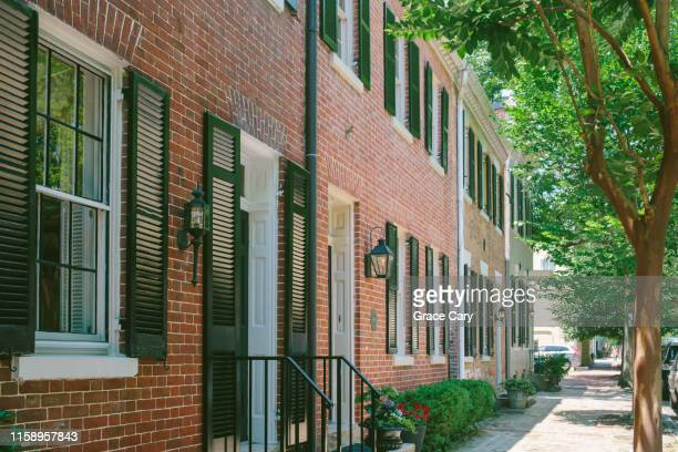 brick townhouses - バージニア州 アレクサンドリア ストックフォトと画像