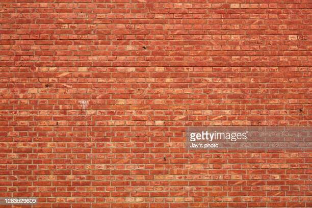 brick wall with broken and old bricks texture. - muro di mattoni foto e immagini stock